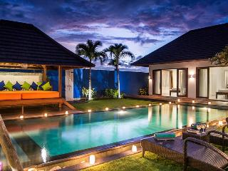 VILLA KIRGEO, 100M FROM BEACH, FANTASTIC STAFF, Canggu