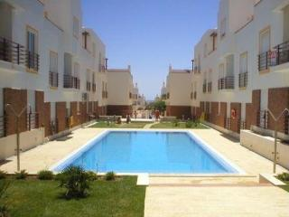 Luxury Apartment, 4 pools, short walk to beach