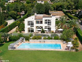 French Riviera Vacation Rental with a Garden and Pool, Niza