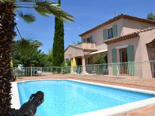 Lena, Excellent Grimaud Villa with a Pool and Garden