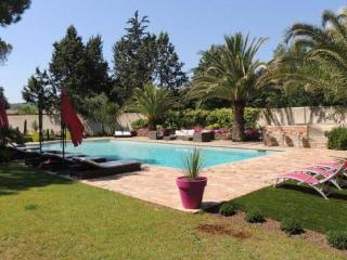 Vignes Gassin Villa, 5 Bedroom Home with a Garden and Pool