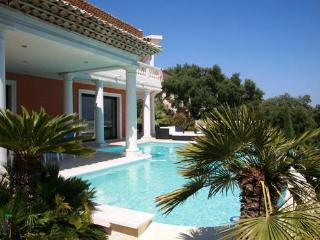 Sainte-Maxime Lovely 3 Bedroom House, in a Great Location, Ste-Maxime