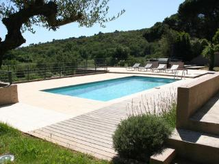 Lovely Grimaud 6 Bedroom Vacation House with a Pool and a Garden