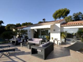 3 Bedroom House with a Pool and Garden, Villefranche sur Mer, Beaulieu