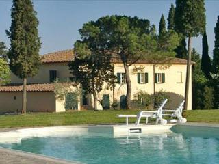 Villa Lucignano is a wonderful tuscan villa near Lucignano divided into three ad