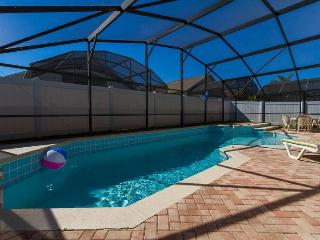 South facing over sized pool/spa with privacy fence, lighting for night time use