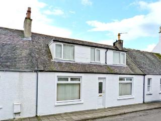 RALSTON COTTAGE, pet-friendly cottage, garden, close amenities and coast, Gatehouse of Fleet Ref 15835