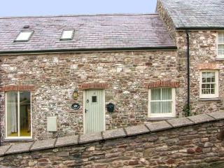 LIMESLADE, coastal setting, off road parking, enclosed garden, in Laugharne
