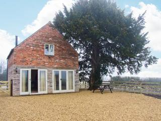 WOODSIDE BARN, detached, pet-friendly barn conversion, woodburning stove, enclosed patio, access to field, near Hulland Ward, Ref 21659, Ashbourne