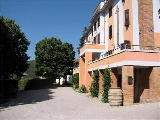 35804-Apartment Lake Trasimeno, Castel Rigone