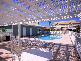 St. Martin Beach Walk Villas 112-2BR*10%OFF April1-May26*Walk2Bch, Destin
