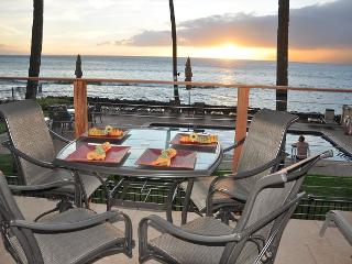 Hale Kai 217 - Maui Oceanfront Majesty with Old Hawaii Spirit, Lahaina