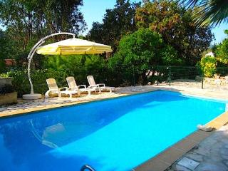 Villa Mer, Apt. III- Lovely French Riviera Vacation Rental with Balcony, Mandelieu-la-Napoule