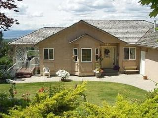 5 bedroom 3 bath Family Lake Okanagan Kelowna View
