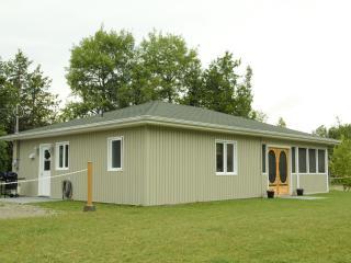 Luxury cottage( 2 nights minimum), Grand Falls