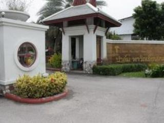 Entrance to Palm Pavilion from main road