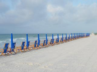 Beach service (2 chairs and 1 umbrella) during Season