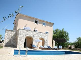 Villa Borgonja, self service house, private pool, Motovun