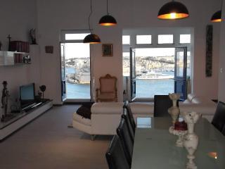 Awesome Valletta - stylish apt - breathtaking view, La Valeta