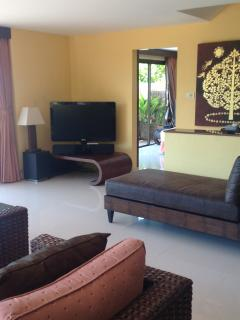 Lounge Area with access to Bedroom No:1
