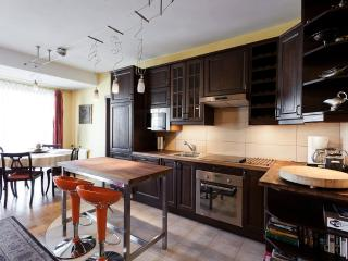 2bdr 2bth Trinity Apartment in Jewish Quarter, Cracovia