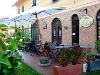 Fabulous Bed and Breakfast Near Lucca, Pisa, Pistoia and Florence
