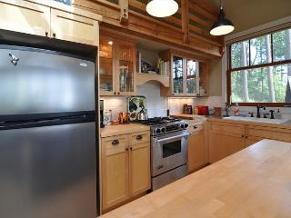 Kitchen features gas cooktop/range.