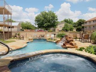 AFFORDABLE LUXURY Condo on Guadalupe near Comal & Schlitterbahn: Unit K-203, New Braunfels