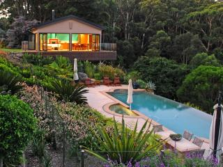 Indulgent Accommodation  - The Outlook Cabana, bet, Terrigal