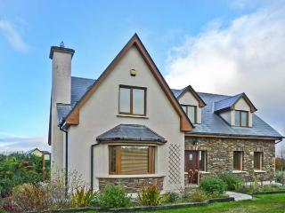 RADHARC AN TSLEIBHE, pet-friendly cottage with open fire, garden, rural setting, Killorglin Ref 21303