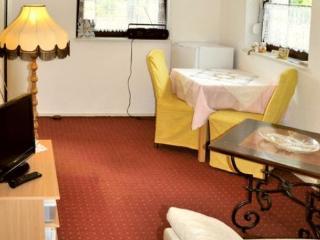 Vacation Apartment in Hoppegarten - 377 sqft, quiet, comfortable, central (# 3650)