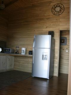 refrigerator with cold water dispenser