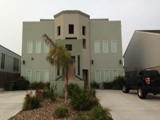 Beautiful Beach Side Condo-Unit 4-Upstairs Unit, Port Isabel