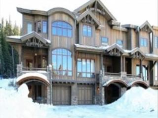 Base Camp #496: 4-Bedroom Exquisite Ski-in/Ski-Out, Winter Park