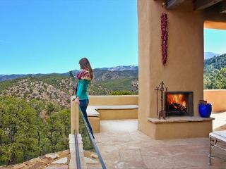Blue Pine Estate-Amongst the best properties in Santa Fe; amazing views!