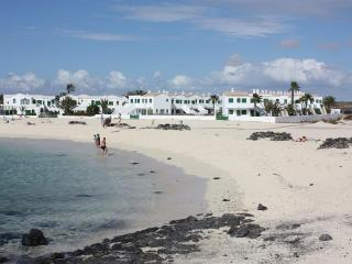 CHARMING APARTMENT DIRECTLY ON THE BEACH SAND, El Cotillo