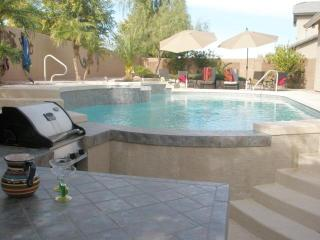 4 Bedroom/3 Bath w/Heated Pool & Spa - Swim Up Bar, Chandler