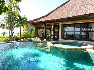 Villa Bundar: Luxury Beachfront Villa with Staff