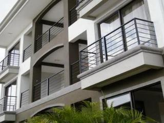 Cariari Condo w/View (+ Free Airport Welcome & Paid Tours, buses, Restaurants)