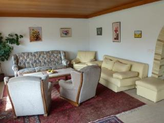 Vacation Apartment in Steinau an der Strasse - 1044 sqft, sunny, spacious, top-floor, Wi-Fi (# 3670)