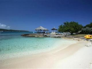 Lovely Cottage on Beautiful White Sand Beach!, Discovery Bay