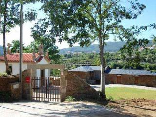 3bd cottage in beautiful scenery,near river beach, Cinfães