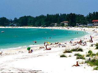 Villa Maria, Gulf View Getaway, Steps from beach! Beachcart umbrella chairs incl