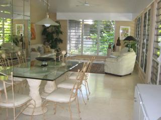 Large living and diningroom