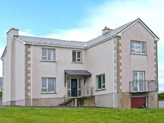 STRANACORCORAGH, sea views, by the coast, off road parking, with a shared