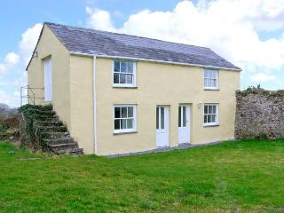 HONEYSUCKLE COTTAGE, detached, woodburner, off road parking, garden, in Carmarth
