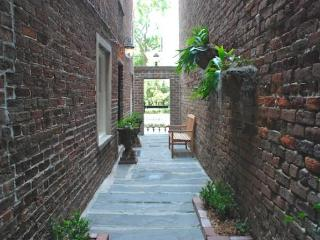 Pulaski Square Retreat, Savannah