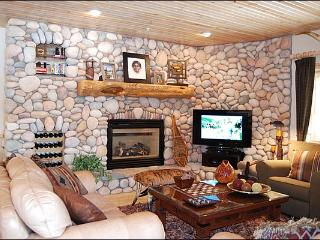 Stylish and Elegant Accommodations - Perfect for 2-3 Couples (24993), Park City