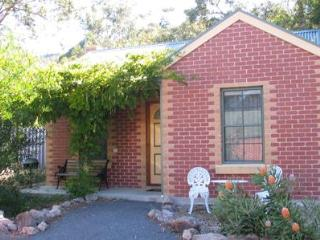 Heatherlie Cottages Halls Gap, cottage number 3