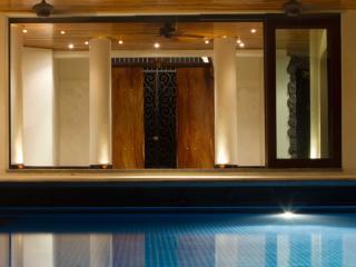 Villa Esperanza - Luxury Beach front Home w/ pool, Playa Negra